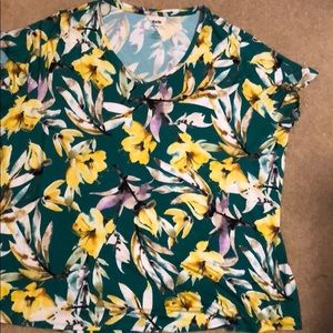 Women's EVRI Modern Tee with Flowers Size …